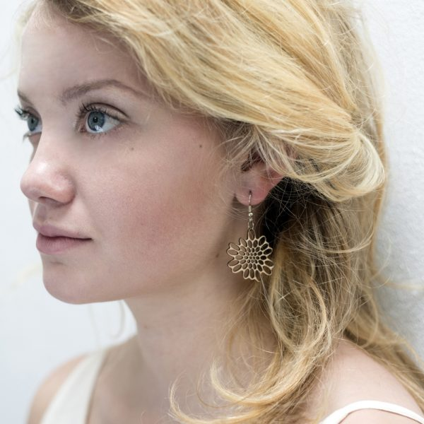 Houten oorbellen - lasergesneden oorbellen / lasercut earrings