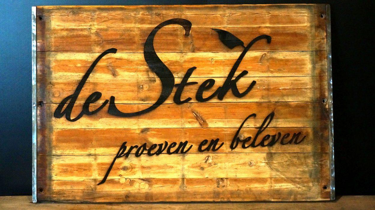 De Stek - graveren houten buiten bord