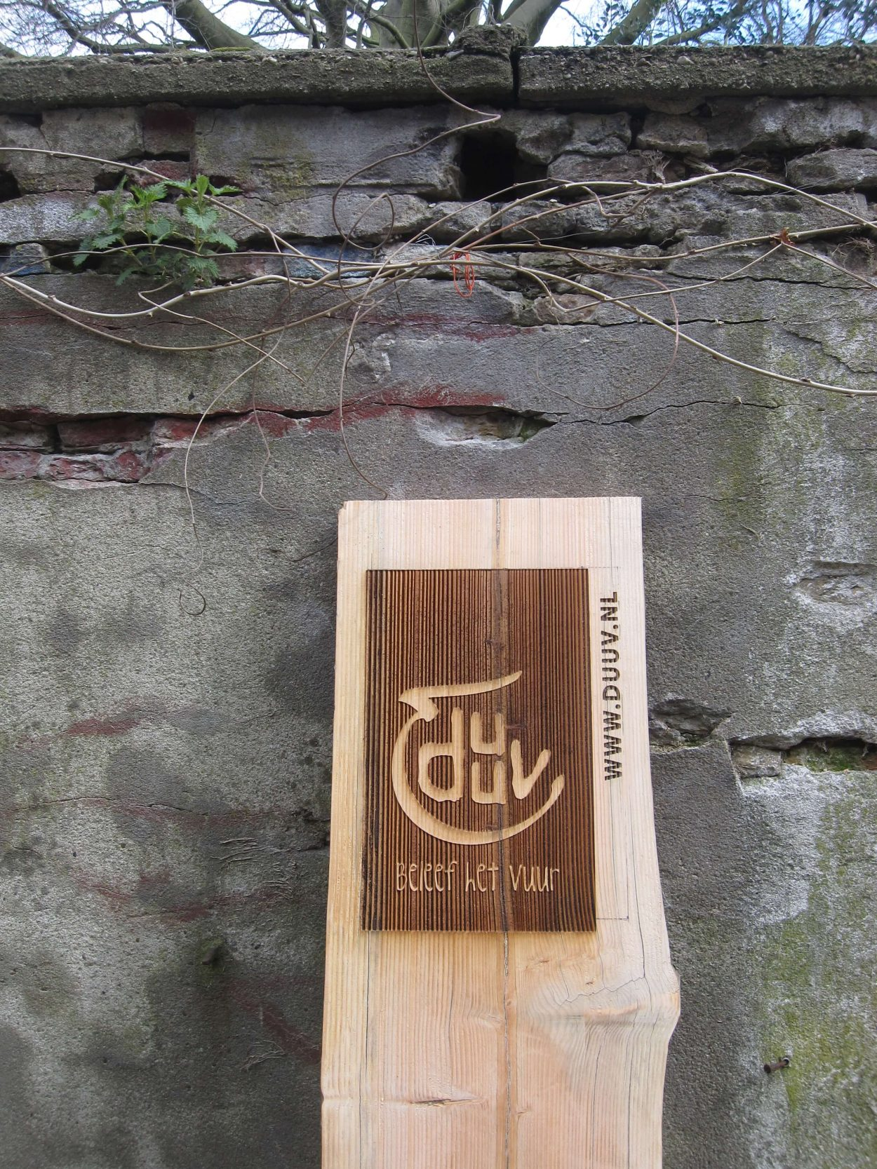 Duuv - graveren houten buiten bord