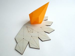 Krantenkapper - Kristal / papier mallen en display